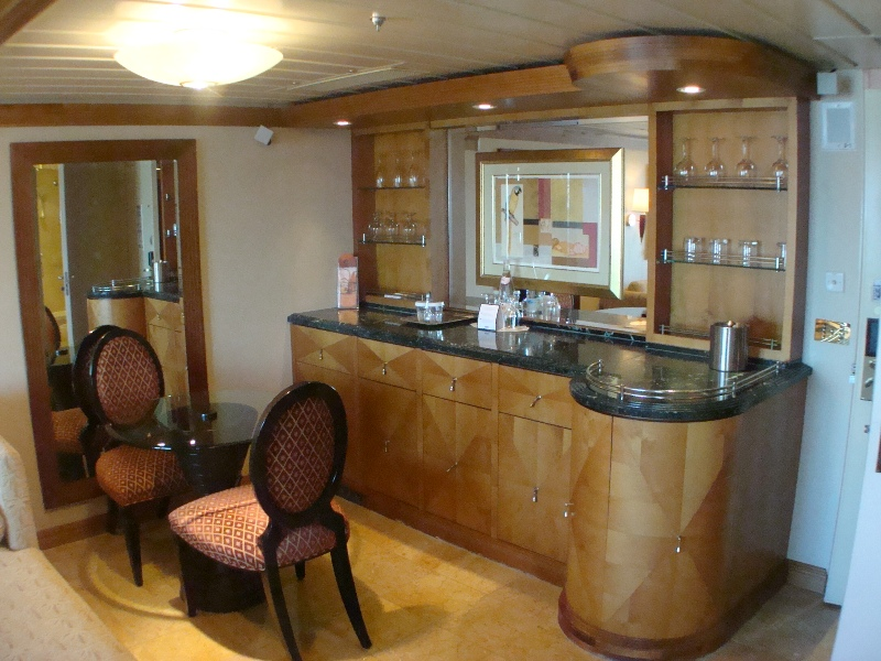 Owners Suite / Dining and Bar
